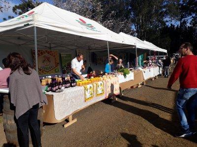 Feira de produtos Coloniais e artesanto local.jpg